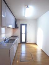 上野原市コモアしおつ4丁目 スムストック(平屋) 和室・キッチン